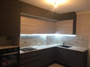 Современная кухня с встроенной техникой