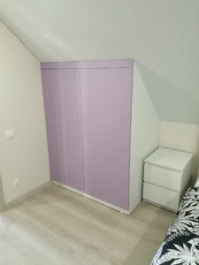 Распашной шкаф на мансарде