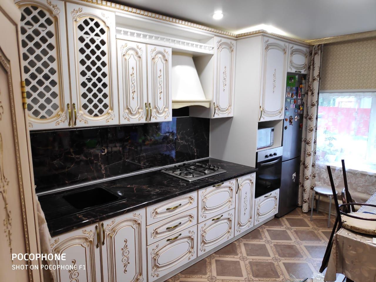 Классическая кухня с патиной и фрезерованными фасадами